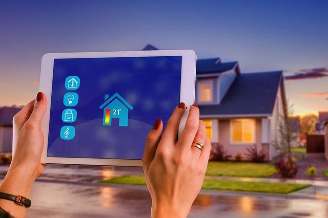Avtomatska vrata lahko povežemo v sistem pametnega doma