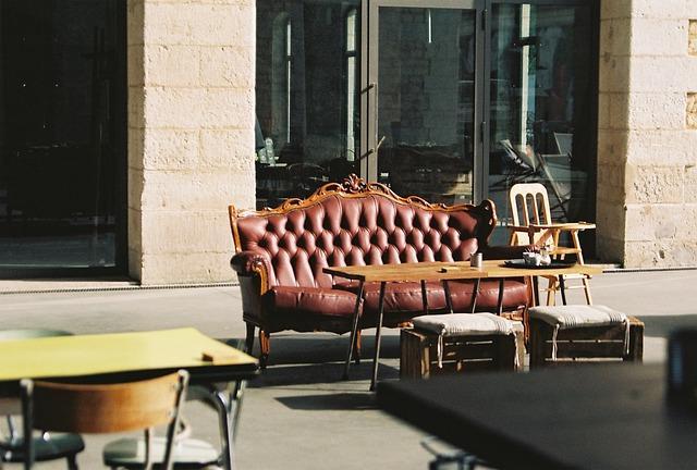 Lep kavč se odlično poda v praktično vsako okolje